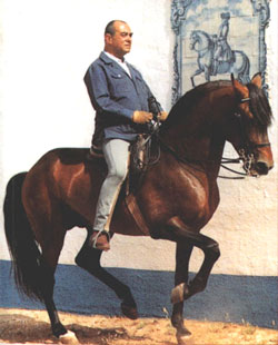 "Horsemen: Nuno Oliveira, a master of ""natural"" dressage"